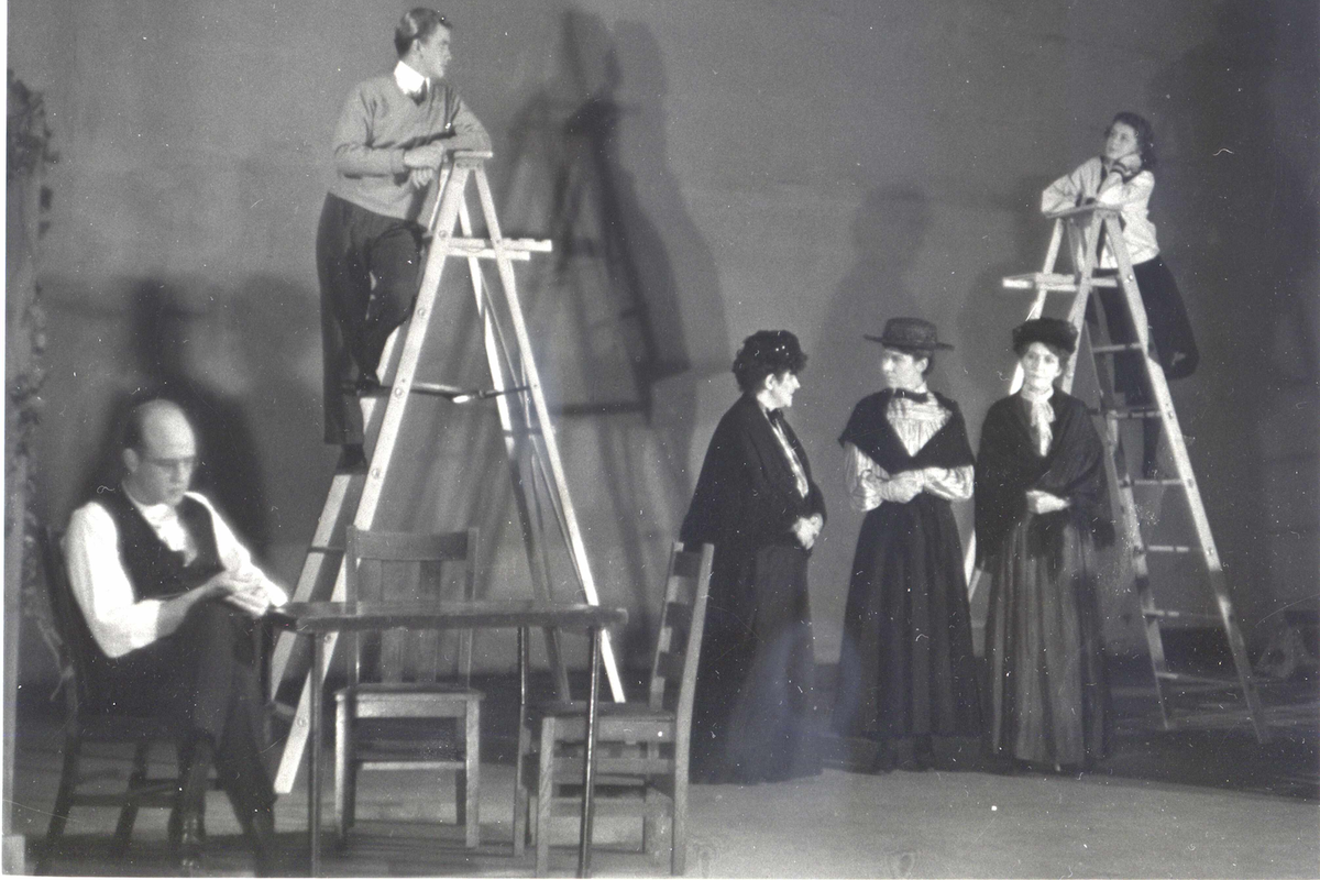 Photo of the 1939 production of Our Town at Pasadena Playhouse. Dir. Frank Ferguson.
